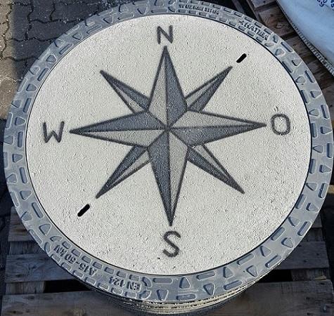 EnviroTop Kanaldeckel, Schachtdeckel mit Stern Windrose betongrau m. Himmelsrichtung